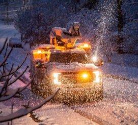 Снегопад на юге оставил тысячи домов без электричества, отменяются авиарейсы