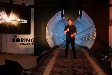 Илон Маск открыл первый тоннель в Калифорнии