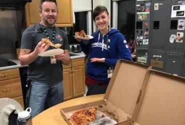 Канадские авиадиспетчеры прислали сотни пицц коллегам из США, страдающим из-за шатдауна