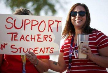 Учителя в США любят свою работу, но хотят уволиться. Почему?