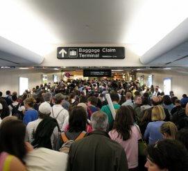 Рекордное число американцев хочет уехать из США