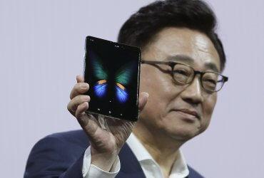 Раскладной смартфон, 5G и общий заряд: Samsung презентовал новые устройства