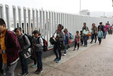 Разлученные на границе семьи подали иск на миллионы долларов против властей США