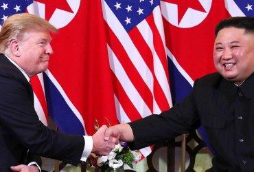 Комплименты, конец войны, ядерное оружие: как прошел первый день саммита Трампа и Ким Чен Ына