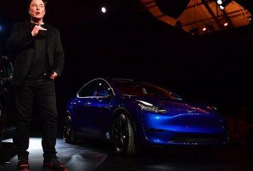 Tesla выпустила новый внедорожник. Чего от него ожидать?