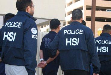Почему не все агенты иммиграционной полиции задерживают нелегалов