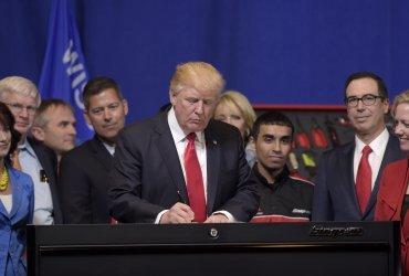 Рабочие визы под угрозой по мере появления все новых указов администрации Трампа