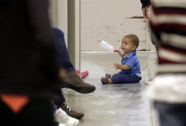 Иммиграционная полиция держит детей под стражей без медицинской помощи