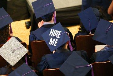 Дипломом не вышли: почему иммигрантов не берут на работу по специальности