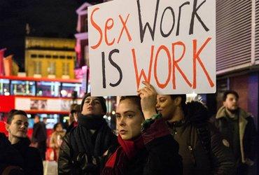 Почему в Нью-Йорке хотят отменить аресты за проституцию