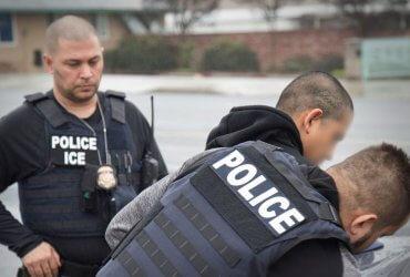 Иммиграционные агенты обучили 1500 местных полицейских. Теперь они могут задерживать нелегалов