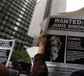 Банки обвиняют в заработках на заключении иммигрантов. Но больше всех денег на этом делают не они