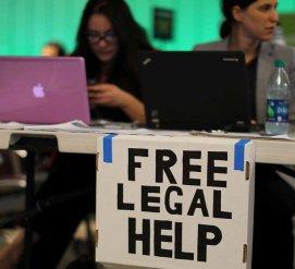 В Нью-Йорке хотят отменить бесплатную юридическую помощь для иммигрантов