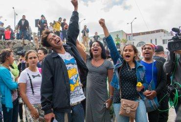 Как караваны иммигрантов меняют тактику и есть ли среди них преступники