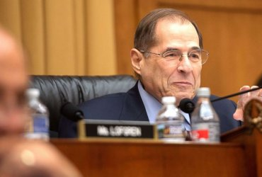 Конгресс начал расследование против Трампа. Документы проверят у 60 людей и компаний
