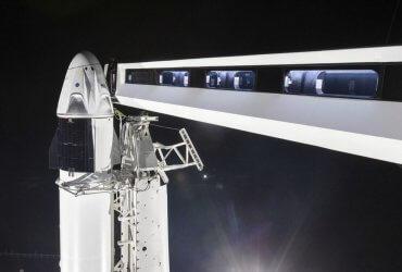 """SpaceX отправила в исторический полет космический корабль, который заменит российский """"Союз"""""""