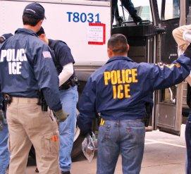 Иммиграционная полиция провела самый крупный рейд на нелегалов за последние десять лет
