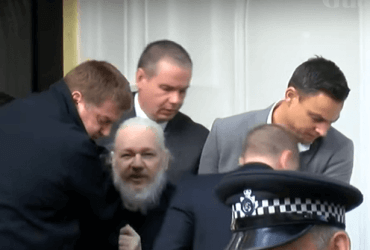 Основателя WikiLeaks арестовали. Он семь лет скрывался в посольстве Эквадора