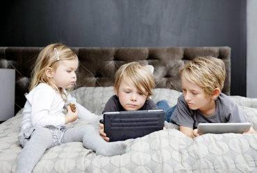 Детям нельзя смотреть мультики. Как защитить ребенка от гаджетов?