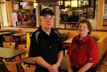 Как пенсионеру найти работу в США: McDonald's нанимает 250 000 пожилых сотрудников