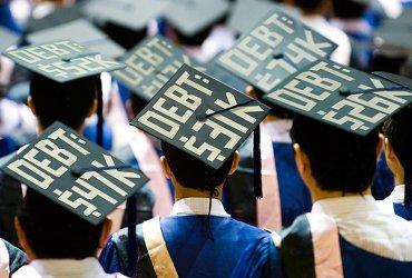 Кредиты на обучение в США хотят простить. Почему студенческие долги меняют Америку