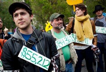 Отдать кредит в США стало сложнее. Американцы задолжали $13,7 триллиона