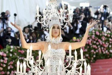 Стриптиз Леди Гаги, Кэти Перри-канделябр и другие невероятные костюмы на Met Gala