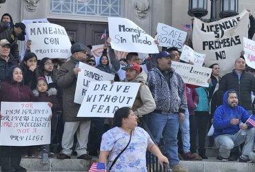Права для нелегалов: еще в 11 городах иммигранты смогут получать водительские удостоверения