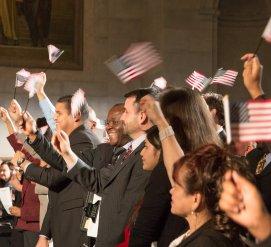 Натурализованных граждан США становится больше. Почему?