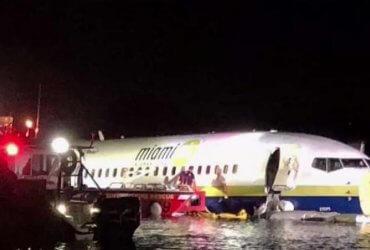 Самолет упал в реку во Флориде. На борту было 143 человека