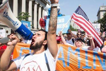 """Шанс остаться в США: палата представителей приняла законопроект для """"мечтателей"""" и """"временных беженцев"""""""