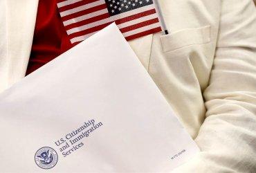 Борьба с задержками: желающих натурализоваться и получить грин-карту «разбросают» по офисам иммиграционной службы