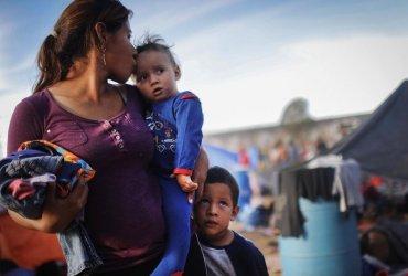 Мексика будет контролировать приток иммигрантов в США, чтобы избежать тарифов на свои товары