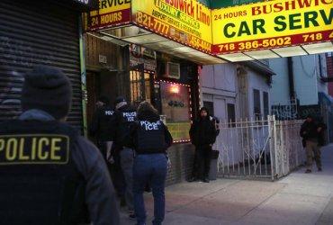 Иммигранты в Нью-Йорке не открывали двери иммиграционной полиции во время рейдов, так как знали о своих правах