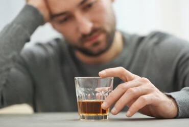 Американцы страдают от алкоголиков: как защитить себя и спасти зависимых