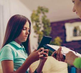 Как родители нанимают скрин-консультантов, которые помогают воспитывать детей без помощи смартфонов