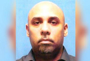 Офицера посадили на 25 лет за насилие над иммигрантками