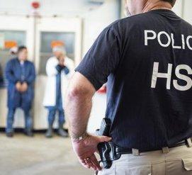 """Иммиграционная полиция провела """"крупнейший рейд в истории США"""""""