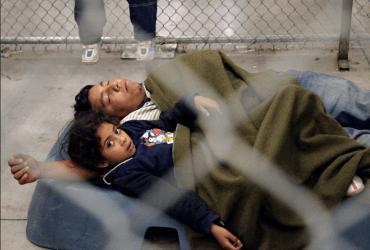Семьи без статуса смогут задерживать на неопределенный срок. Раньше их выпускали через 20 дней