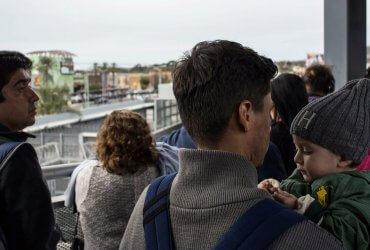 Просителям убежища, которые нелегально попали в США, хотят запретить работать