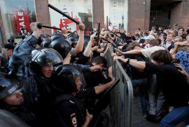 Как посольство США помогало протестам в Москве – версия Кремля