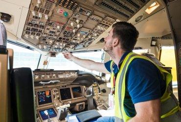 Механик American Airlines специально сломал самолет с пассажирами, чтобы поработать сверхурочно