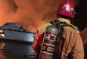Погибли во сне: 25 человек сгорели на лодке в Калифорнии