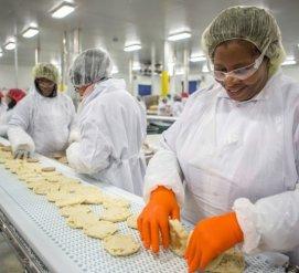 Большой заговор: как иммигрантам недоплачивали на 18 заводах по производству куриного мяса