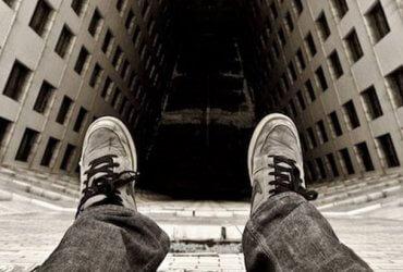 Самоубийство — каждые сорок секунд: суицид в цифрах и мифах
