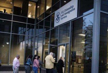 Иммиграционная служба расширила штат и вводит новые формы онлайн