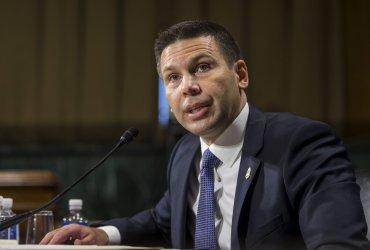 Глава Департамента нацбезопасности ушел в отставку. Теперь Трамп не может найти нового