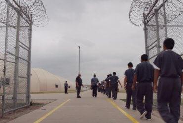 Иммиграционной полиции запретили задерживать людей только по базам данным