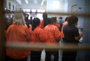 """Иммиграционная полиция """"потеряла"""" 700 задержанных женщин – адвокаты не могут их найти"""