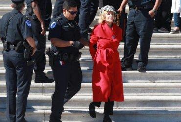 Актрису Джейн Фонду арестовали возле Капитолия за экологический протест